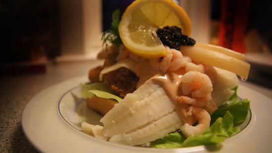 Lækkert hjemmelavet stjerneskud med dampet og stegt fiskefilet